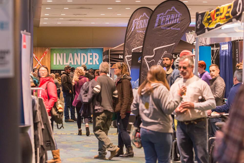 Snowlander2017-Expo-AttendeesShopping