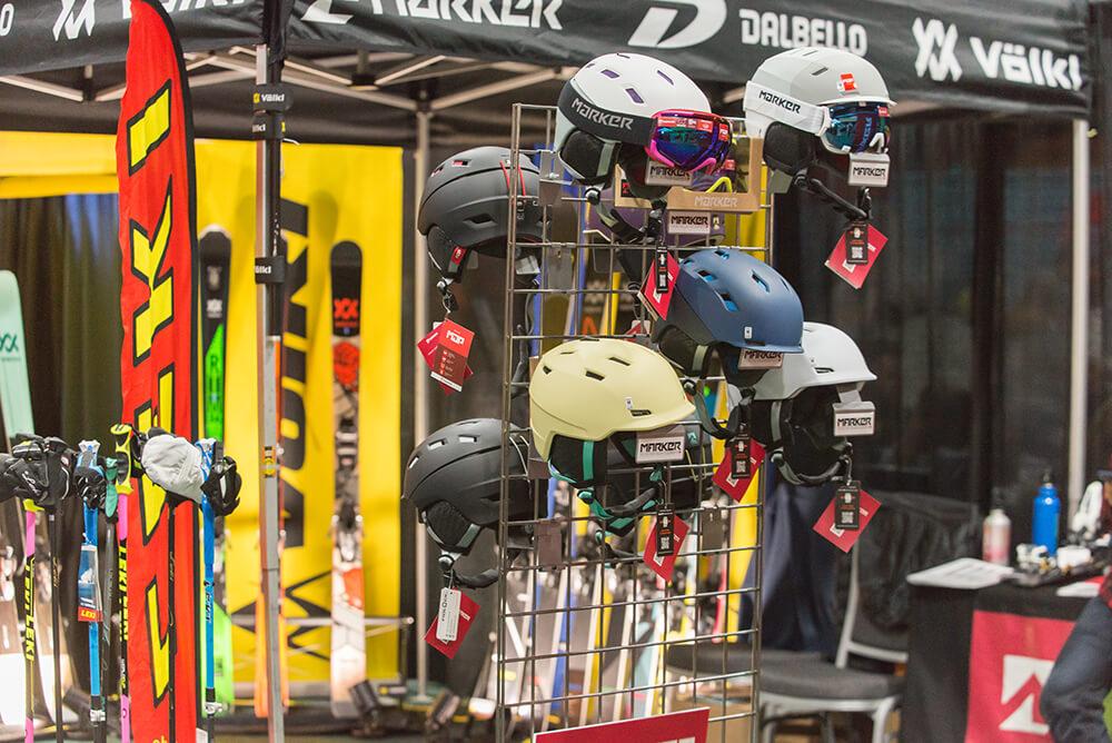 Snowlander2017-Expo-HelmetDisplay