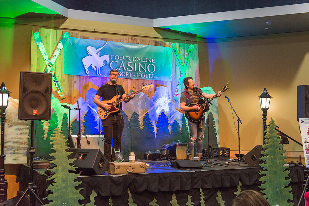 Snowlander2017-MarshallMcLean_Band_Stage